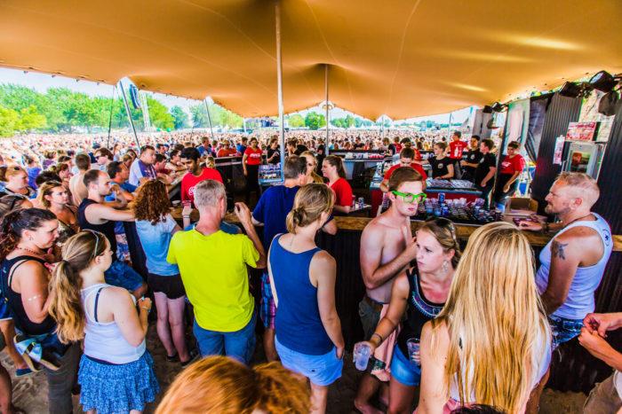 festival-tent-zand_setvexy-77-2